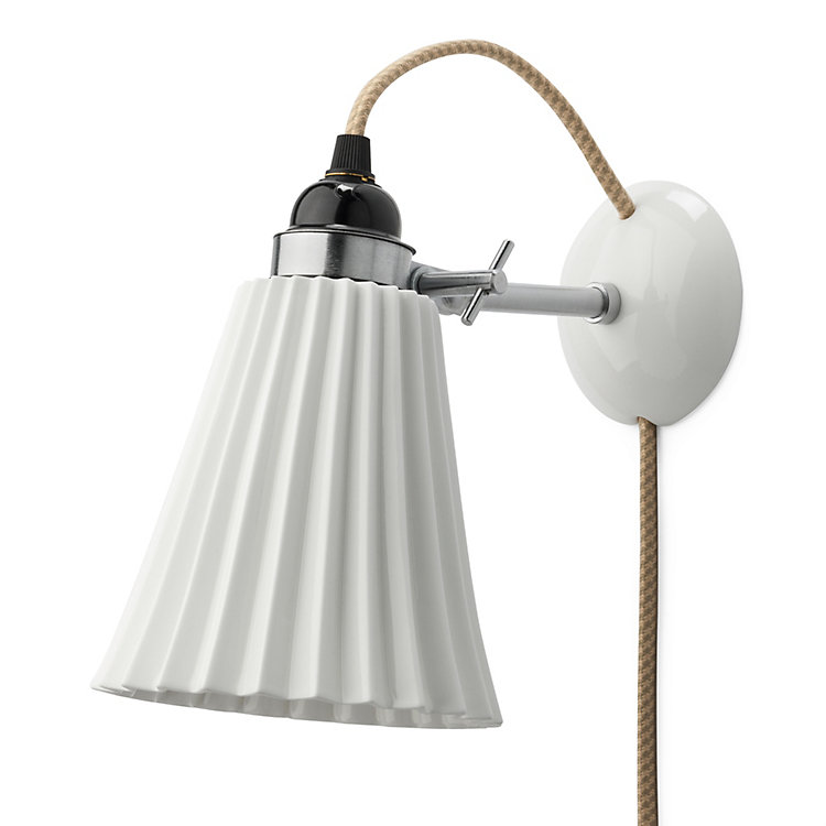 Ribbed bone china wall lamp With textile cable